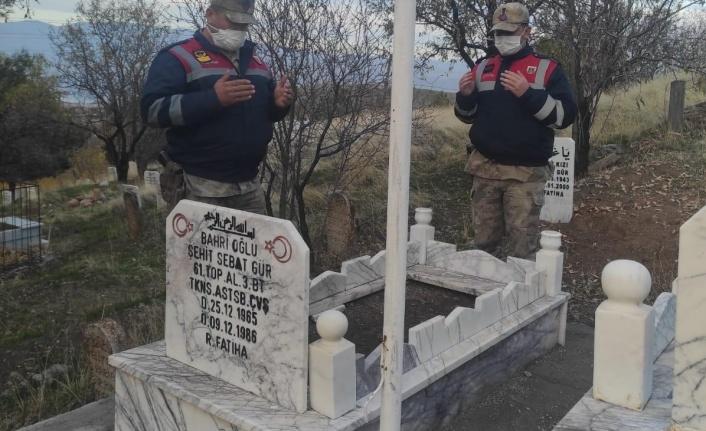 Jandarma'nın Şehit Kabirlerini Ziyaretleri Devam Ediyor