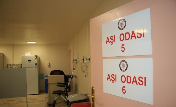 """Aşı odaları boş kaldı, Başhekim sırası geleni """"Kliniklerimiz gece 24'e kadar çalışmaktadır"""" diyerek davet etti"""