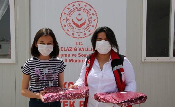 Elazığ'da resim, şiir ve kompozisyon yarışmasında dereceye girenlere ödülleri verildi