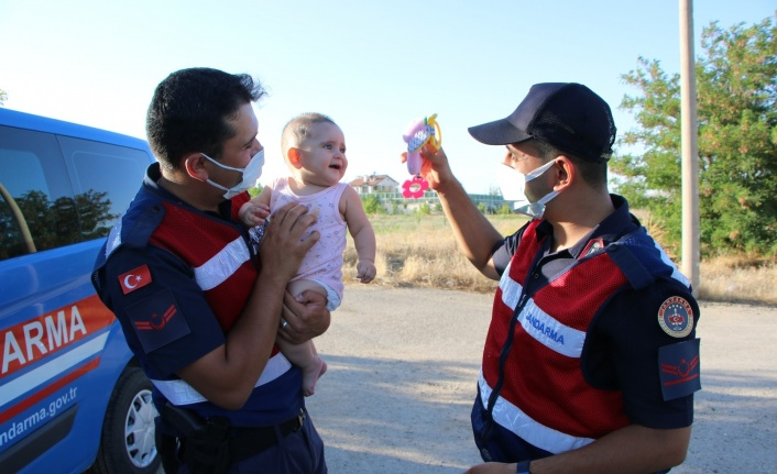 Kazada annesi yaralanan minik Zeynep için jandarma ekipleri seferber oldu