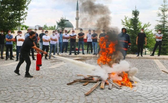 Elazığ Belediyesinden güvenlik personeline yangın eğitimi