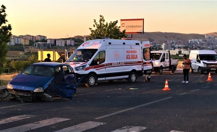 Elazığ'da iki otomobilin hurdaya döndüğü kazada 9 kişi yaralandı