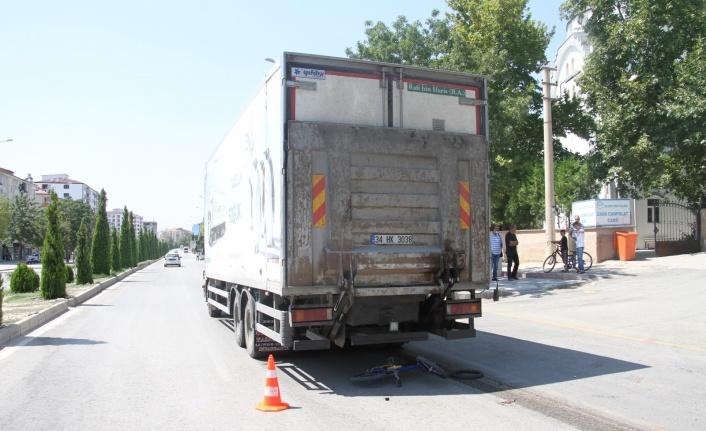 Elazığ'da kamyonun altında kalan çocuk hayatını kaybetti, sürücü olay yerinden kaçtı