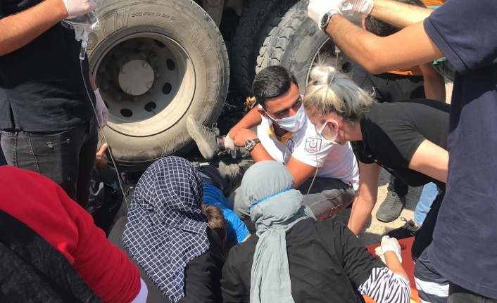 Elazığ'da motosiklet kamyonun altına girdi: 1 ölü, 1 ağır yaralı