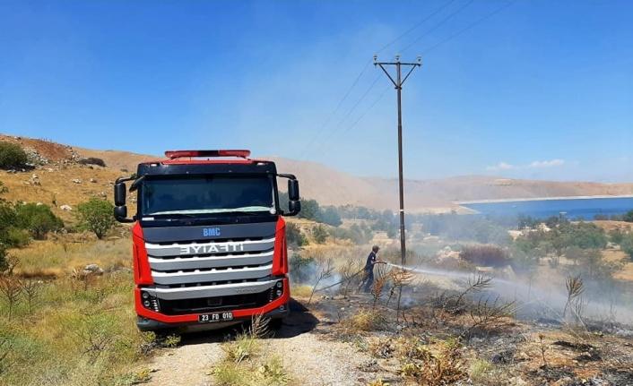 Elazığ'da örtü yangını