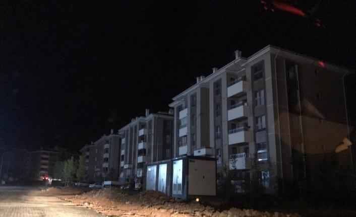 Elazığ'da yıldırım elektrik direğine isabet etti, il genelinde elektrikler kesildi
