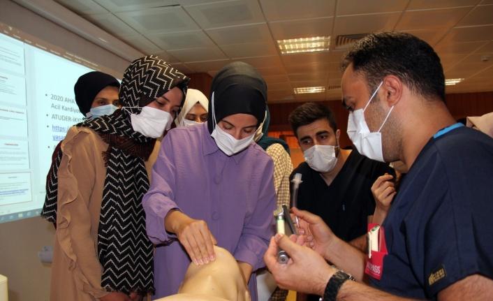 FÜ Hastanesinde göreve yeni başlayan sağlık çalışanlarına CPR eğitimi verildi