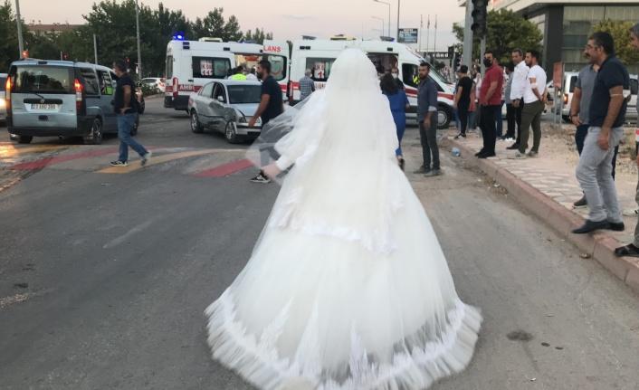 Gelin düğünü bıraktı, trafik kazasında yaralanan teyzesine koştu