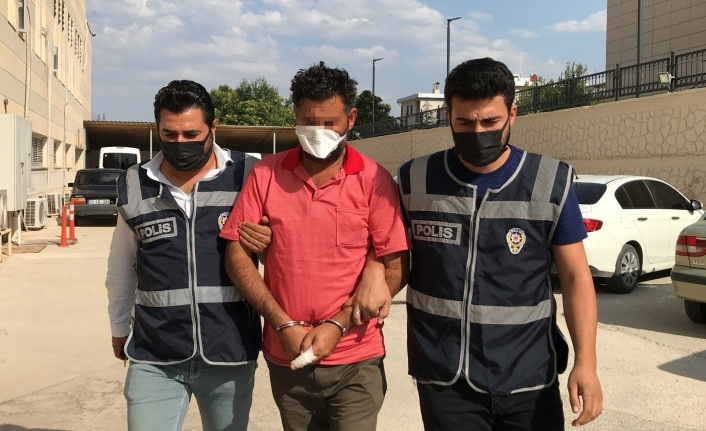 Karısına laf attığını iddia ettiği kişiyi bıçaklayarak öldüren şüpheli tutuklandı