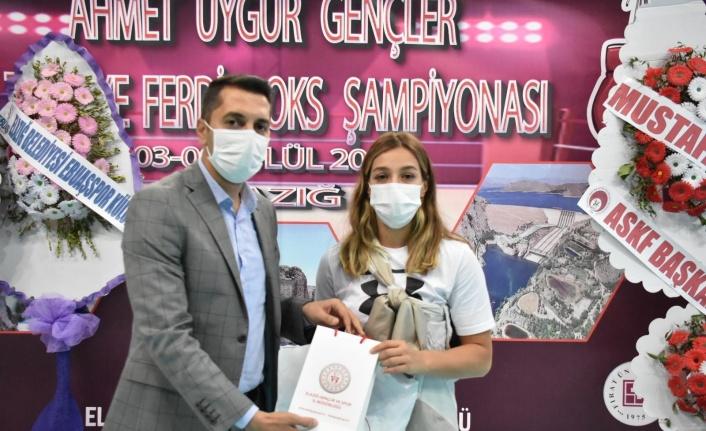 Elazığ Gençlik ve Spor İl Müdürü Eren, Buse Naz Çakıroğlu ile buluştu