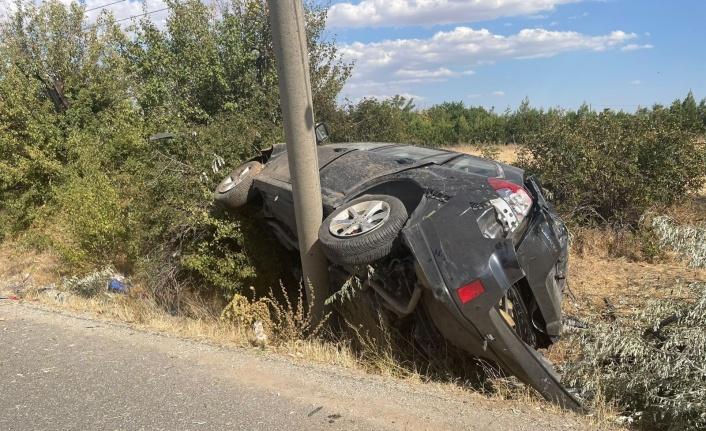 Elazığ'da direğe çarpan otomobil hurdaya döndü: 2 ağır yaralı
