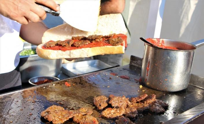 Elazığ'ı dünyaya tanıtan Salçalı Köfte Festivali'nin 3'üncüsü başladı