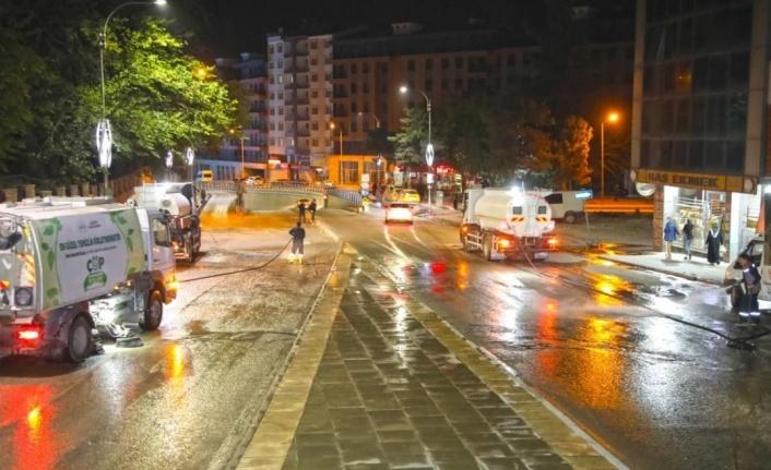 Elazığ Belediyesi kapsamlı temizlik çalışmalarına devam ediyor