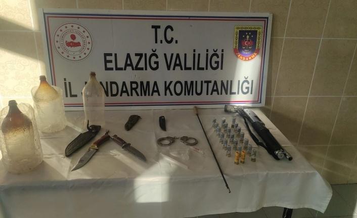 Elazığ'da jandarmadan ruhsatsız silah operasyonu: 1 kişi gözaltına alındı