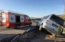 Elazığ'da hafif ticari araç bariyere çarptı:...