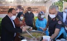 Vali Yırık, konteyner kentte kalan vatandaşlara aşure ikramında bulundu