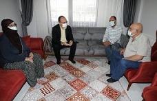 Depremde en büyük acıyı yaşayan babaya anlamlı ziyaret