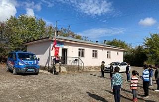 Jandarma ve Öğrencilerinin Türk Bayrağı Hassasiyeti