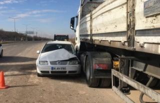 Elazığ'da kamyon, otomobile çarptı: 2'si...