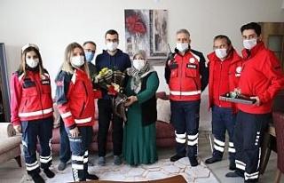 Elazığ depreminin simge isimlerinden Azize Çelik'i,...