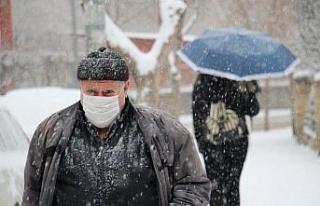 Elazığ kar yağışı ile beyaza büründü, eğitime...