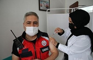 Elazığ'da UMKE personeli Covid-19 aşısı oldu