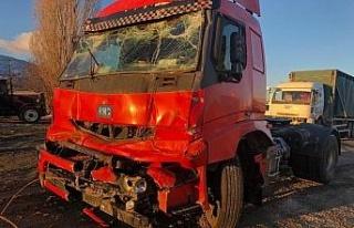 Elazığ'da zincirleme kaza 5 araç birbirine girdi:...