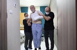 Yürüyemeyen Hasan dede 6,5 saatlik operasyonla 3...