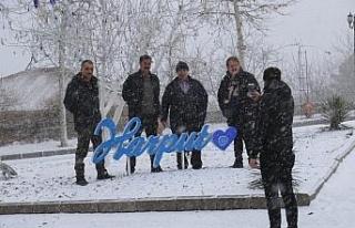 Elazığ'da kar yağışı başladı, tarihi mahalle...