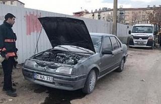 Elazığ'da seyir halindeki araç alev aldı, diğer...
