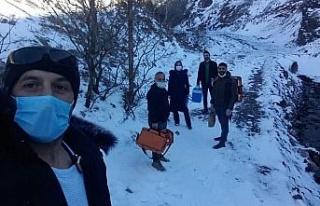 Sağlık ekipleri, karlı yolları aşarak, aşılama...