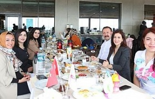 Elazığ'da sağlıkçılar tıp bayramında bir...