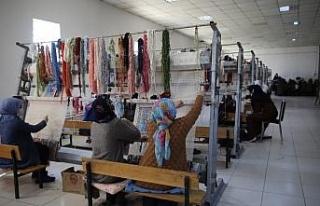 Mahalledeki sosyal tesis, 13 yıldır kadınlara iş...