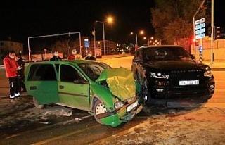 Elazığ'da cip ile otomobil çarpıştı: 2 ağır...