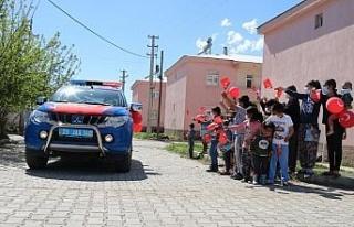 Mehmetçik'ten köy çocuklarına bayram sürprizi,...