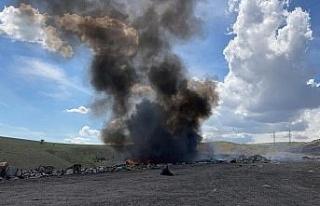 Çöplükteki yangında, kara dumanlar gök yüzünü...