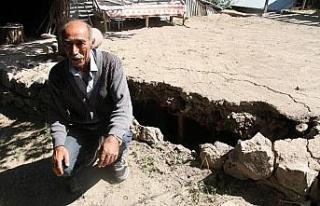 Depremde ölümden döndü, çocuklarını kurtardı,...