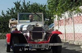 92 yaşındaki klasik aracına gözü gibi bakıyor