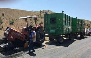 Elazığ'da kamyonla çarpışan traktör ikiye...