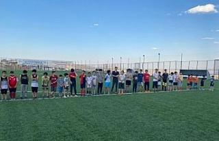 Elazığ'daki yaz spor okulları gençlerin yüzünü...
