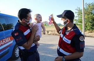 Kazada annesi yaralanan minik Zeynep için jandarma...