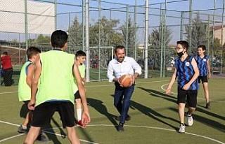 Elazığ Belediye Başkanı Şerifoğulları miniklerle...