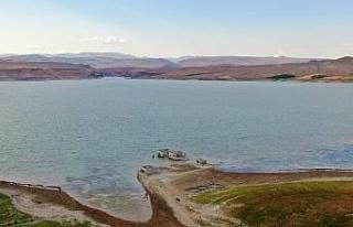 Elazığ'da kuraklık nedeni ile sular çekildi,...
