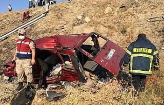 Elazığ'da otomobil şarampole yuvarlandı: 1 ölü,...