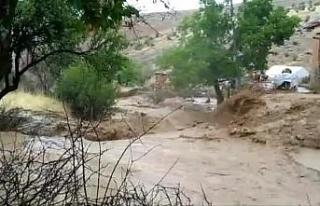 Elazığ'da sel nedeniyle heyelan meydana geldi,...