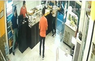 Önce ustayı bıçakladı, ardından dükkanı dağıttı:...