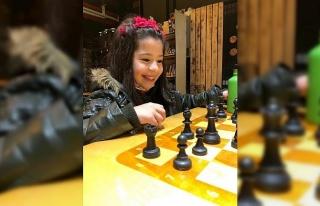 Elazığ'da 7 yaşındaki Azra satrançta milli...
