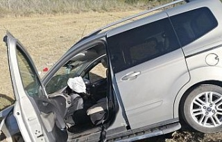 Elazığ'da hafif ticari araçlar çarpıştı:...