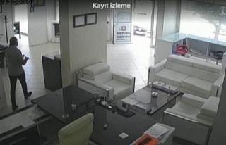 Elazığ'da iş yerinin kurşunlama anı güvenlik...