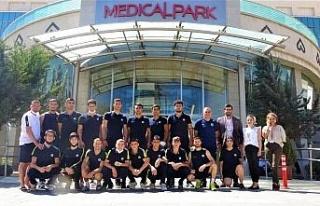 Fenerbahçeli genç boksörler sağlık taramasından...